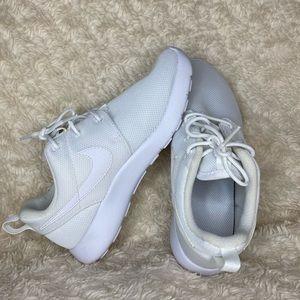 Girls Nike Roshe One Size 2Y